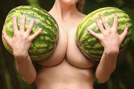 Фото прикол  про кавун, жіночі груди вульгарний