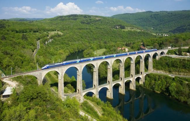 Фото прикол  про потяги та міст