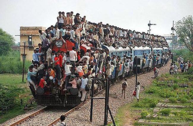Фото прикол  про індусів та потяги