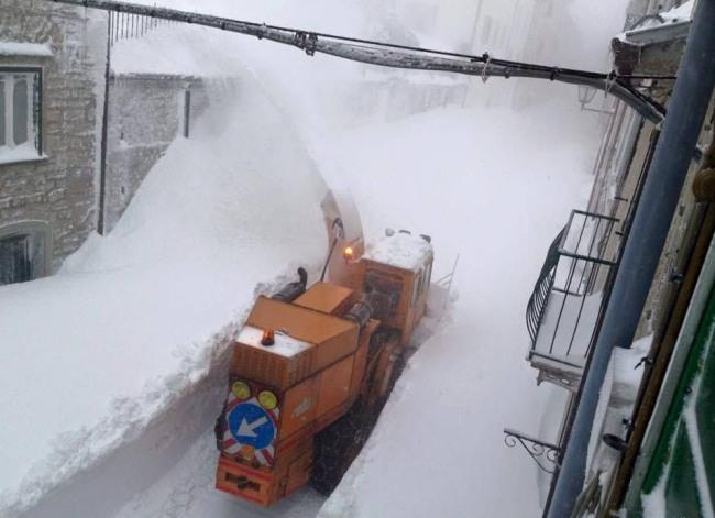 Фото прикол  про зиму та сніг