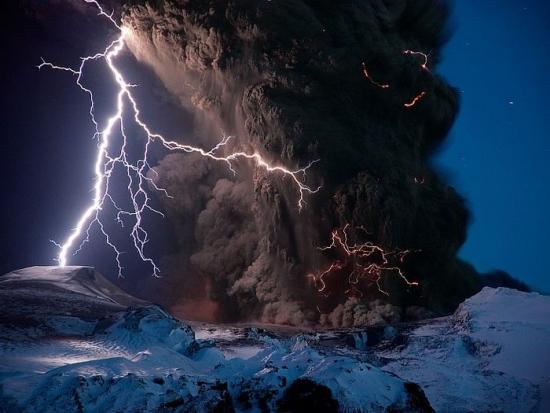 Фото прикол  про блискавку та вулкани