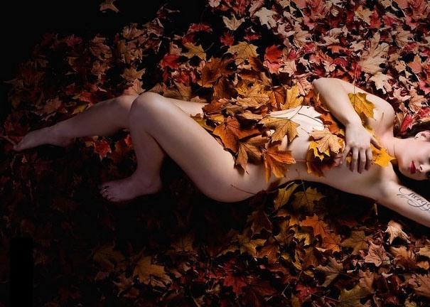 Фото прикол  про осінь, жінок, роздягнених людей вульгарний