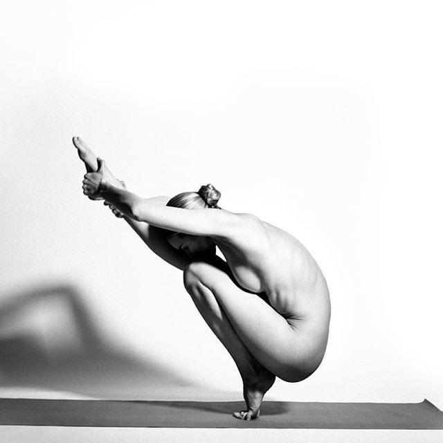 Фото прикол  про йогу, жінок, роздягнених людей та еротику